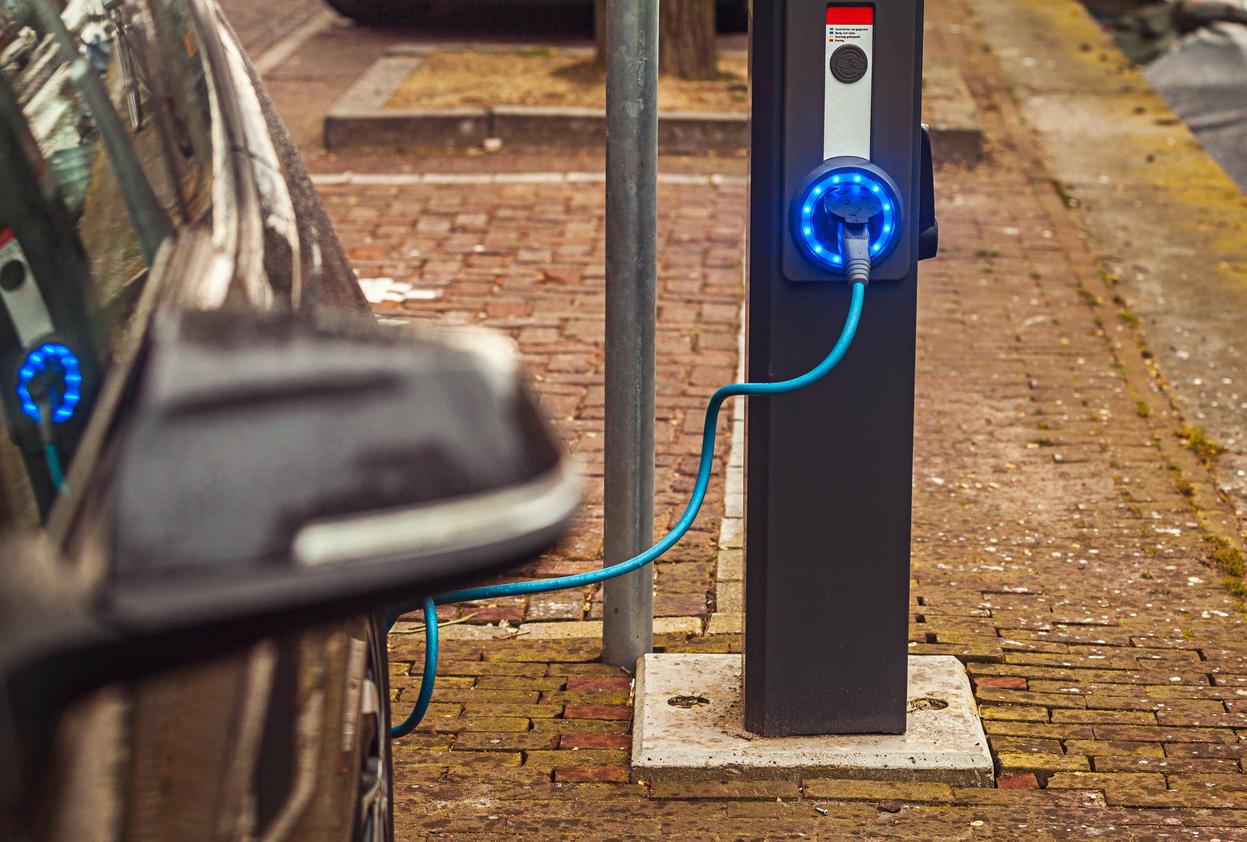 Hybride Auto Zoekt Laadpaal In De Buurt Nationale Ombudsman